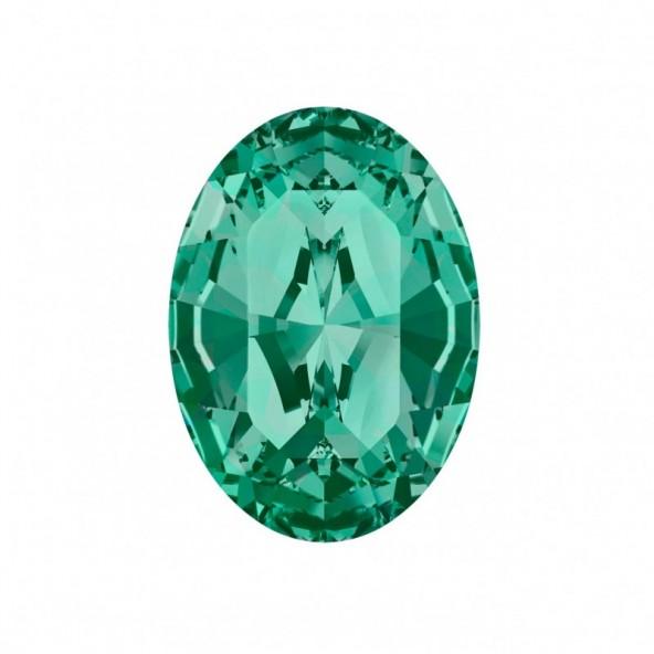swarovski-oval-emerald-5-by-Fantasy-Nails