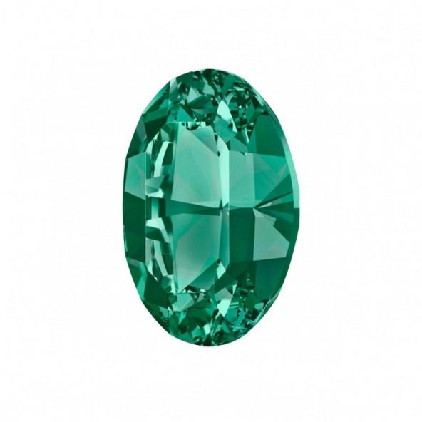 swarovski-oval-emerald-6-by-Fantasy-Nails