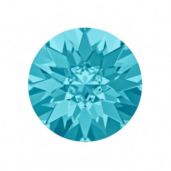 swarovski-pointed-chaton-aquamarine-5-by-Fantasy-Nails