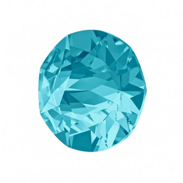 swarovski-pointed-chaton-aquamarine-6-by-Fantasy-Nails